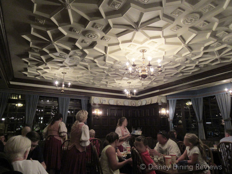 rose-and-crown-dining-area-1