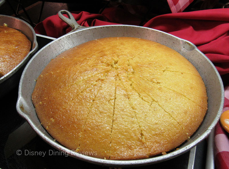 te-dinner-buffet-cornbread-whole