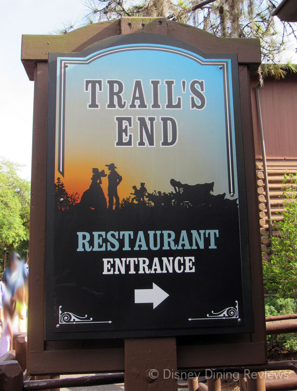 te-dinner-restaurant-sign-outside